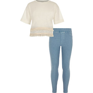 Girls cream T-shirt and denim leggings outfit