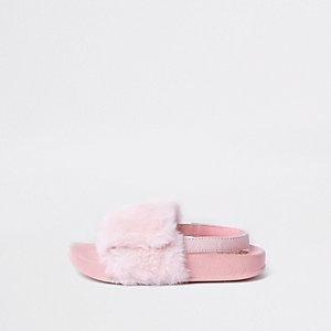 Claquettes en fausse fourrure roses pour mini fille