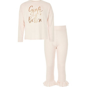 Roze pyjamaset met 'girls do it better'-print voor meisjes