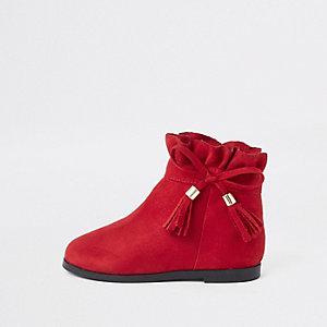 Rote Stiefel mit Schleife und Paperbag-Schaft