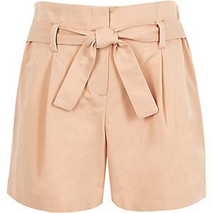 Pinke Shorts zum Binden