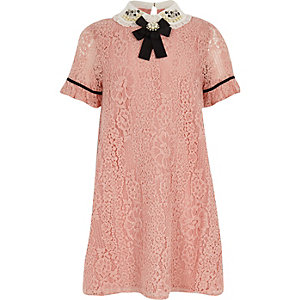Roze A-lijnjurk met kanten kraag voor meisjes