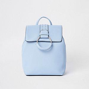 Blauer Rucksack mit Nieten