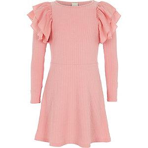 Roze geribbelde midi-jurk met ruches voor meisjes