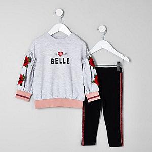 Outfit met grijs gebloemde sweattop met 'belle'-print