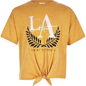 Geel T-shirt met knoop voor en 'LA'-print voor meisjes