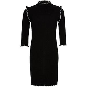 Graues, hochgeschlossenes Kleid