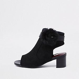 Schwarze Shoe Boots aus Kunstfell mit Schnalle