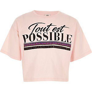 "T-Shirt in Hellrosa ""tout est possible"""
