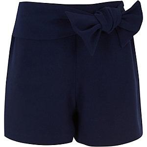Marineblaue Shorts mit Schleife vorne
