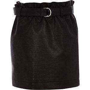 Schwarzer Rock aus Lederimitat mit Paperbag-Taille