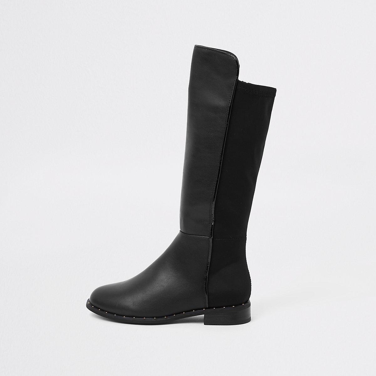 Schwarze, kniehohe Stiefel mit Nieten
