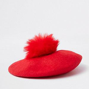 Rote Baskenmütze mit Kunstfellbommel