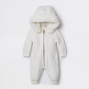 Crème gebreide onesie voor baby's