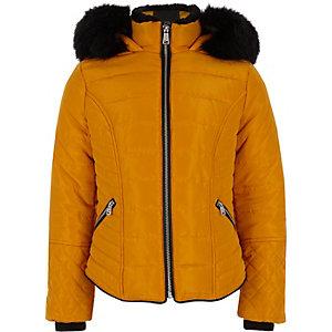 Gelber Mantel mit Kunstfellbesatz