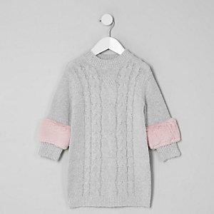 Mini - Grijze jurk met kabelmotief en rand van mitatiebont voor meisjes