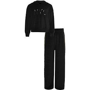 Outfit met zwarte fluwelen joggingbroek met 'NYC'-print en RI-logo