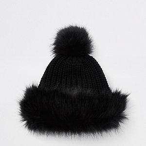 Bonnet noir à pompon bordé de fausse fourrure pour fille