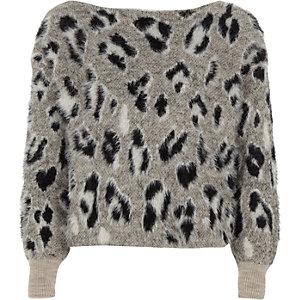 Grauer, flauschiger Pullover mit Leoprint