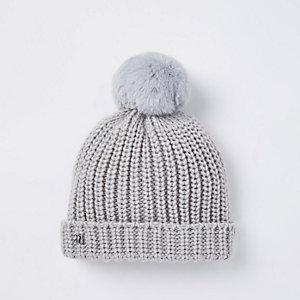 Bonnet en maille gris à pompon en fausse fourrure pour bébé