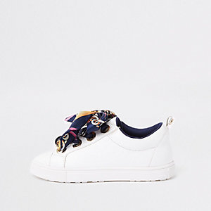 Girls white scarf lace plimsolls