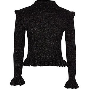 Schwarzer, hochgeschlossener Pullover mit Rüschen