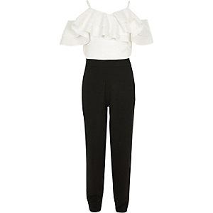 Weiß-schwarzer Bardot-Overall mit Rüschen