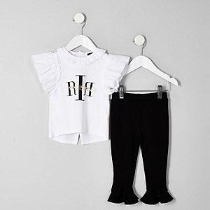 RI – Outfit mit weißem Rüschen-T-Shirt