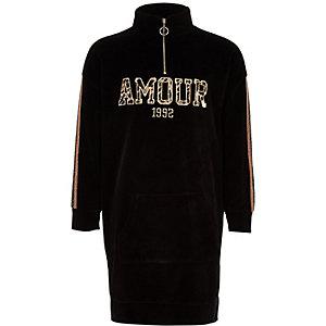 Zwarte sweaterjurk met opstaande kraag en 'Amour'-print voor meisjes