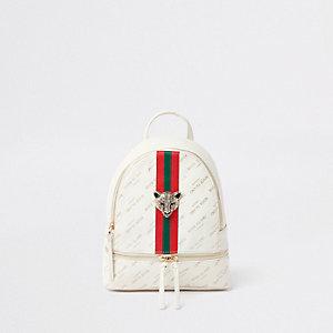 Weißer Rucksack mit Tigeranhänger