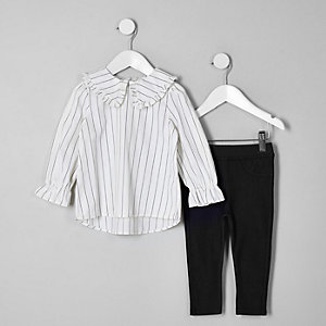Outfit mit weißem, gestreiftem Oberteil