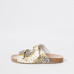 Bruine sandalen met barokke print en gesp voor meisjes