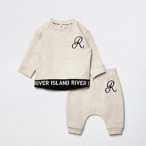 Baby beige RI outfit