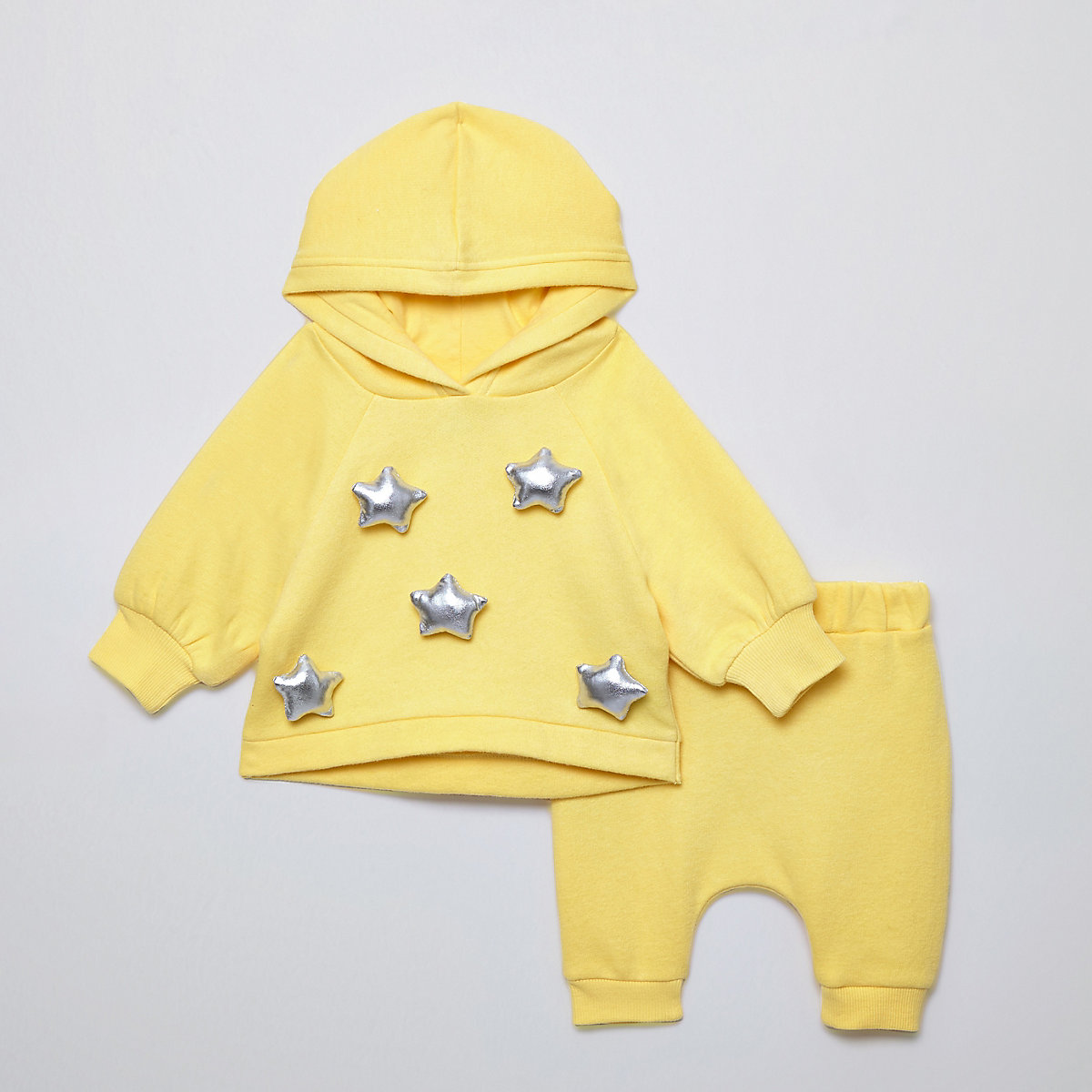 Baby yellow star oversized hoodie outfit