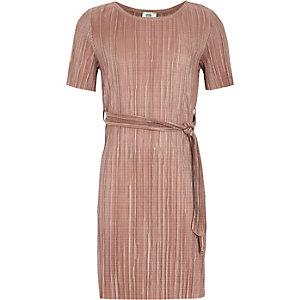 Plissiertes T-Shirt-Kleid in Hellrosa
