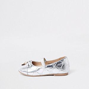Dolly-Schuhe in Silber mit RI-Monogramm