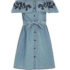 Blauwe denim jurk in bardotstijl met strikceintuur voor meisjes