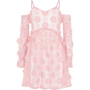 Pinkes, schulterfreies Kleid mit Blumenmuster
