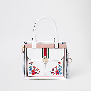 Weiße, verzierte Tasche