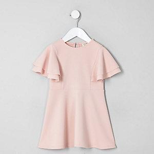Mini – Pinkes Skater-Kleid mit Rüschen