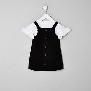 Outfit mit schwarzem Latz-Kleid