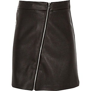 Girls black faux leather zip through skirt