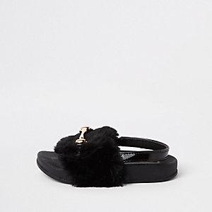 Claquettes en fausse fourrure noire à mors mini fille