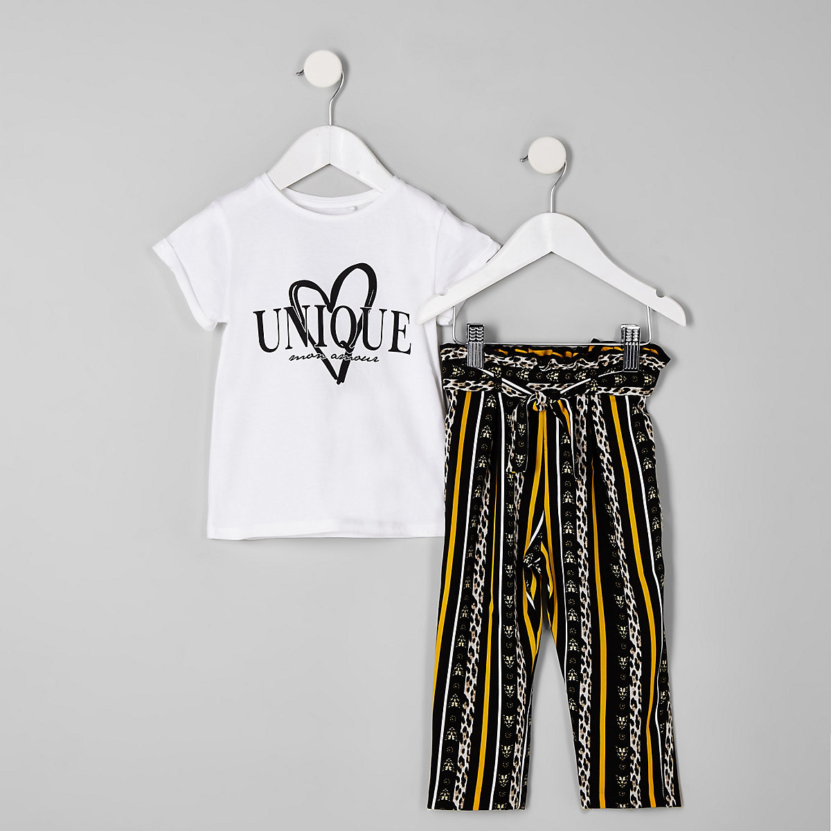 Mini girls white 'unique' jogger outfit