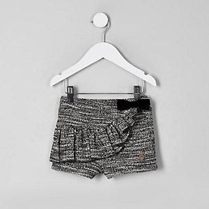 Schwarze Shorts mit Rüschen