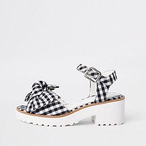 Schwarze, grobe Sandalen mit Schleife