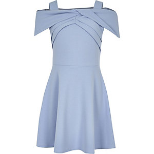 Blaues Bardot-Skater-Kleid