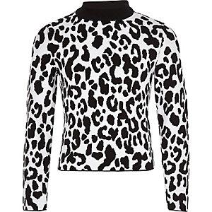 Weißer Pullover mit Leoparden-Print