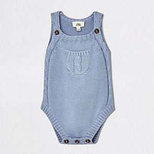 Blauwe gebreide mouwloze romper voor baby's