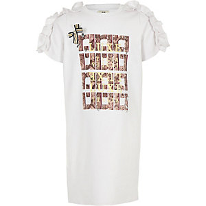 Weißes T-Shirt-Kleid mit Verzierung